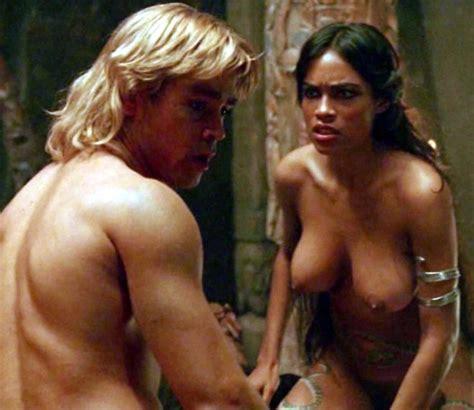 Rosario Dawson Desnuda Junto A Colin Farrell En Alejandro Magno Ecartelera