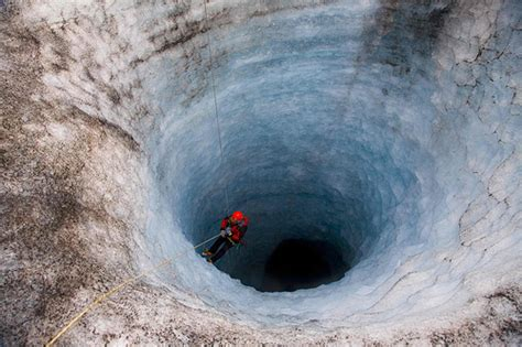 Down the hole | Descending into a deep hole in ...