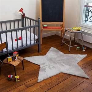 tapis chambre bebe idees de deco sympa et originale With tapis chambre bébé avec grand pot de fleur de couleur
