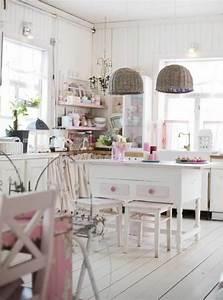 Shabby Chic Lampen : h ngende sch ne lampen in einer wei en k che in shabby chic stil life style pinterest ~ Orissabook.com Haus und Dekorationen