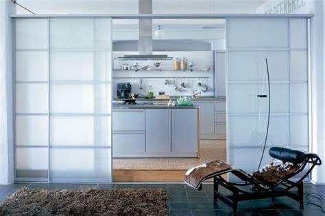 Schiebetüren Glas Wohnzimmer by Hinter Schiebet 252 Ren Aus Milchglas Eine Ganze K 252 Che