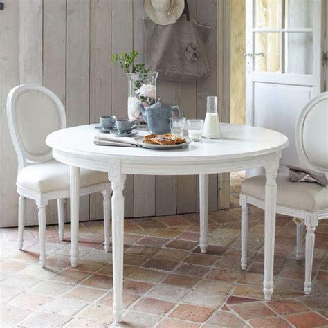 chaise medaillon en coton ivoire  bois blanc table table  diner table  manger  table
