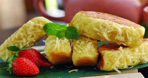 Selain enak, harum, dan menggugah selera, kue pukis juga termasuk jajanan yang mengenyangkan. Resep Kue Pukis Kentang Keju Enak dan Empuk | HIDUP SEHAT