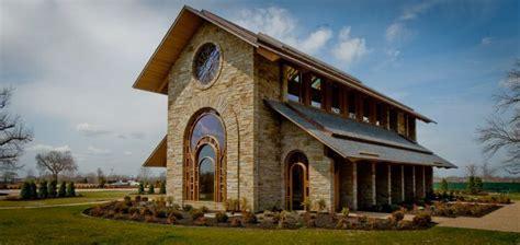 jb hunt memorial chapel located  rogers ar