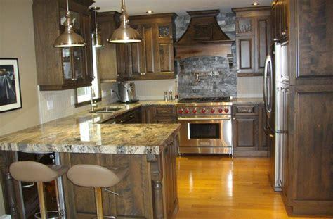 type de comptoir de cuisine cuisine en merisier teint et verni avec comptoir de granit