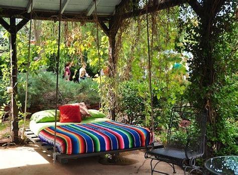 easy diy pallet swing bed