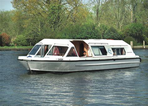 Swan Boats Closed by Swan Roamer Richardson S Boating Holidays