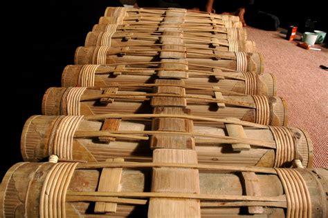 Seperti alat musik petik, tinggi rendah. Alat musik bambu: 5 Alat Musik Bambu (Jawa Barat)