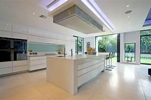 Kucheninsel gestalten holz deckenbeleuchtung modern kuche for Deckenbeleuchtung küche
