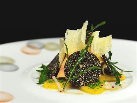 exemple de cuisine ouverte joël robuchon le chef le plus étoilé du monde lcff