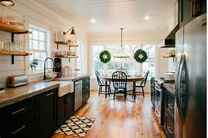 Get the look: Fixer Upper B&B Farmhouse Kitchen - House of