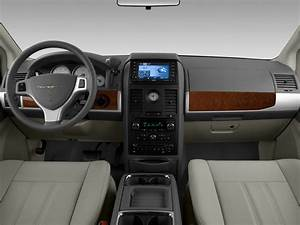2008 Chrysler Town Country Fuse Box Inside : 2008 chrysler town country reviews and rating motor trend ~ A.2002-acura-tl-radio.info Haus und Dekorationen