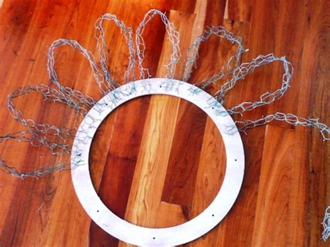 wreath  chicken wire  feathers diy