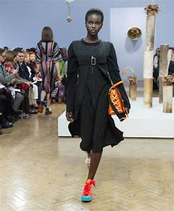 Simone Rocha wows London with delicate and whimsical ...