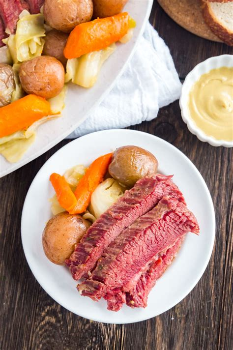 Corned beef and cabbage is a classic st. Easy Corned Beef and Cabbage (Instant Pot and Slow Cooker)