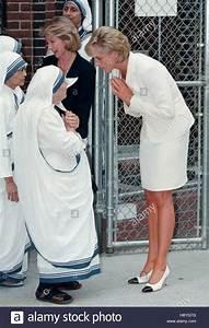 Princess Diana, right greets Mother Teresa at the Missions ...