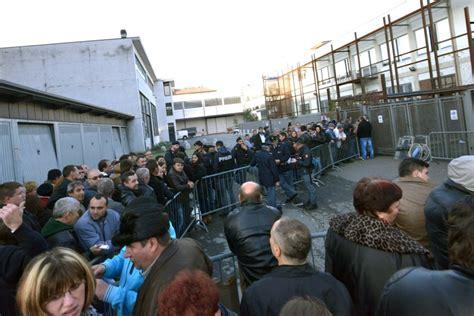 Consolato Romeno Torino by Elezioni In Romania Rabbia A Torino Quot Non Ci Fanno Votare