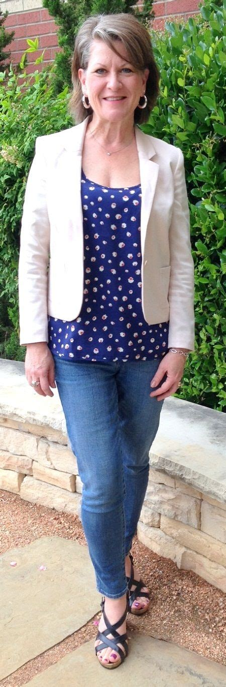 Outfits For Women Over 50 Years Old Stylish Outfits For