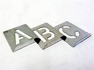 Buchstaben Schablone Metall : signierschablonen schablonen ~ Frokenaadalensverden.com Haus und Dekorationen
