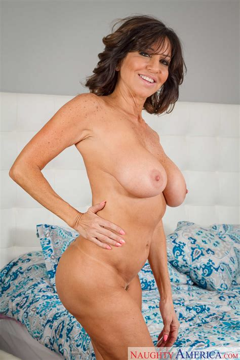 Tara Holiday Is A Smoking Hot Milf Milf Fox
