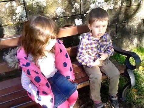 sestra drži predavanje bratu imaš skoro tri godine