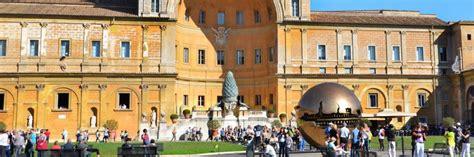 Cortile Della Pigna by El Cortile Della Pigna En Los Museos Vaticano En Roma