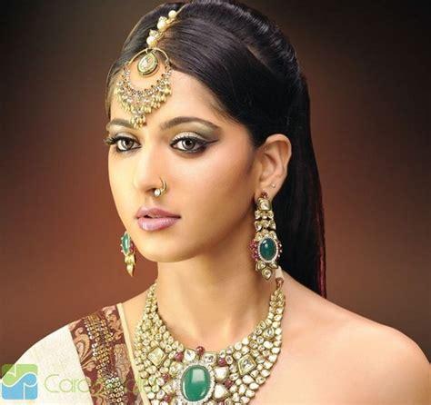 yuk mengenal 3 jenis perhiasan kepala wanita india mode fashion carapedia