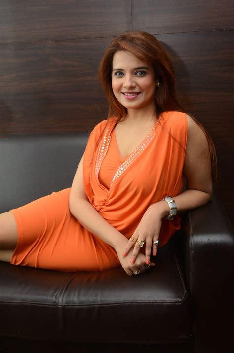 Saloni Aswani Captivating Beauty Showcased in Orange Dress ...