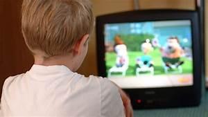 Fernsehen Macht Dumm : kleinkinder vor der glotze zuviel tv macht dick und dumm n ~ Frokenaadalensverden.com Haus und Dekorationen