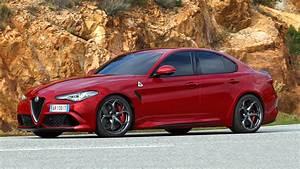 Alfa Romeo Giulia Quadrifoglio Occasion : alfa romeo giulia quadrifoglio 2016 review by car magazine ~ Gottalentnigeria.com Avis de Voitures