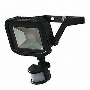 Yale led pir floodlight black at homebase
