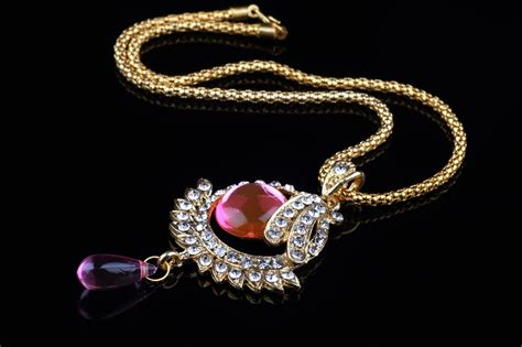 Simple Method For Cleaning Rhinestone Jewelry That Really Works Top Jewelry Stores In Washington Dc Best Nassau Bahamas Cheap Photography Definition Jewellery Shop Bhubaneswar Treasure Island Alexandria Bay Ny San Diego Homemade Professional Cleaner
