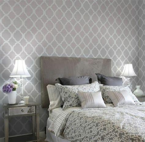 Tapete Im Schlafzimmer by Tapete In Grau Stilvolle Vorschl 228 Ge F 252 R Wandgestaltung