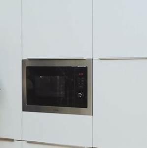 Einbau Mikrowelle Mit Heißluft Und Grill : privileg 25 900 watt ~ Markanthonyermac.com Haus und Dekorationen