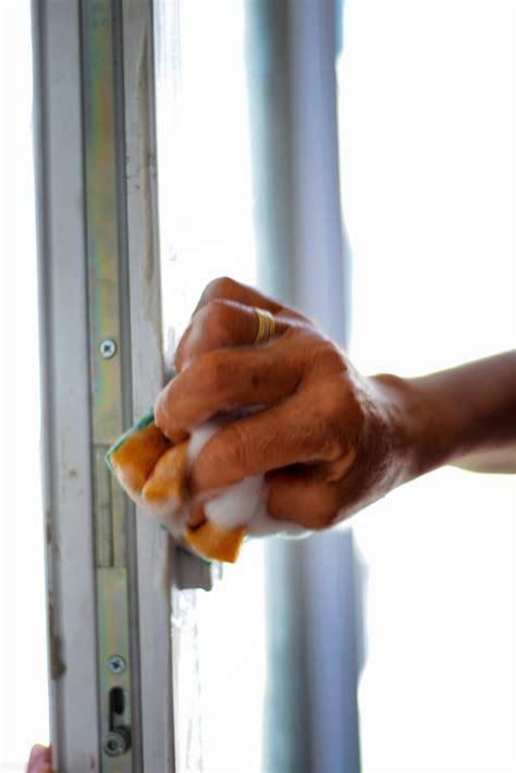 fenster holzrahmen putzen window color entfernen 187 vom holzfensterrahmen