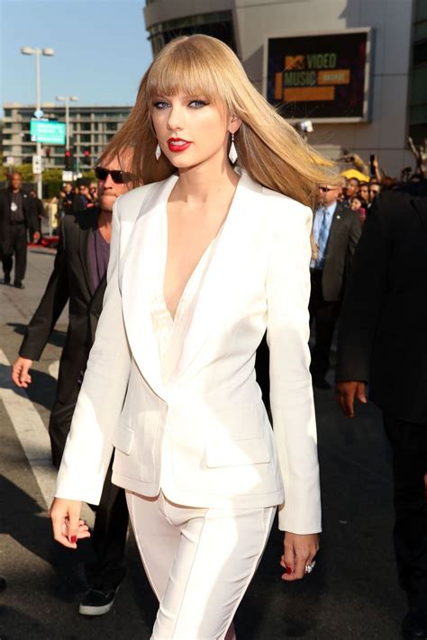 See Every Single Outfit Taylor Swift Has Ever Worn At The ...
