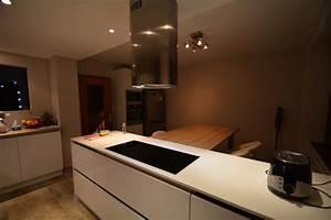 cuisine blanc laque plan travail bois modern aatl With cuisine blanche plan de travail bois