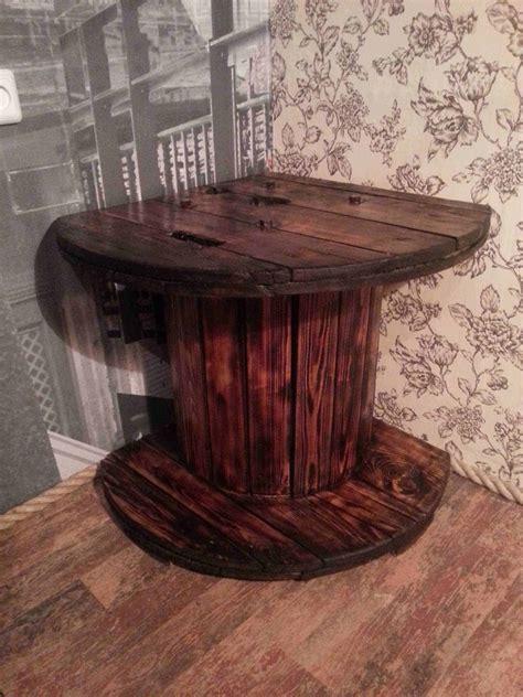 corner tv table    reused reel  pallets