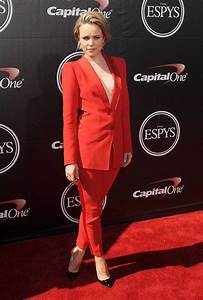 Showbiz Theater Braless Mcadams Sizzles In Scarlet Suit As She