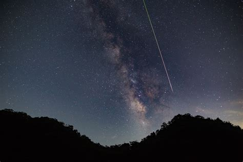 stunning images  shooting stars   perseid