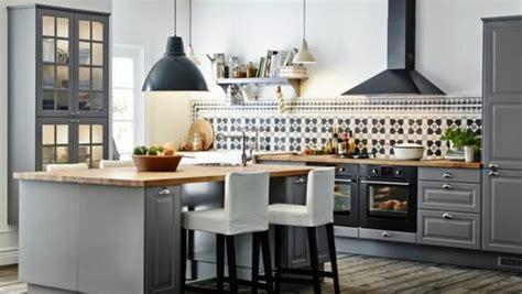 cuisine gris taupe la cuisine en u avec bar voyez les dernières tendances