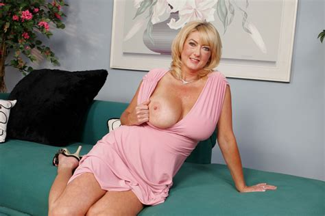Rheina Shine Fucking In The Couch With Her Big Natural Tits