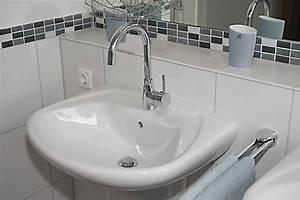 Armatur Für Kleines Waschbecken : waschbecken mit wasserhahn uj62 hitoiro ~ Lizthompson.info Haus und Dekorationen
