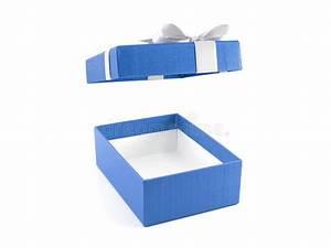 Boite Coffret Cadeau Vide : bo te cadeau bleu ouvert et vide avec l 39 arc blanc de ruban photo stock image 81193016 ~ Teatrodelosmanantiales.com Idées de Décoration