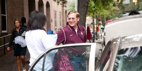 President McConnell Helps First Year Students Move In