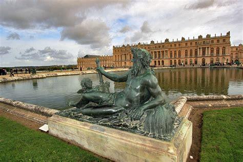 photo sculpture  reflecting pool versailles palace france
