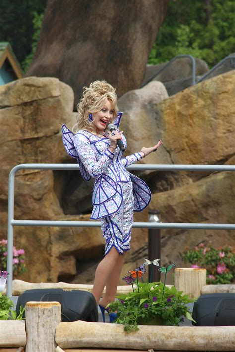 dolly parton celebrates grand opening  wildwood