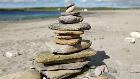 Steine Aufeinander Gestapelt by Inukshuk Stacking Universal Issues