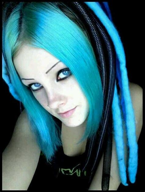 Emo Girl W Blue Hair Ragazze Emo Acconciature Blu E