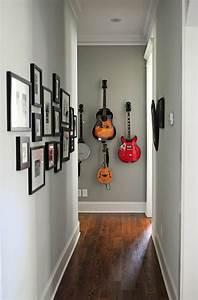 Wandgestaltung Schmaler Flur : die akustik gitarre als teil des interieurs ~ Buech-reservation.com Haus und Dekorationen